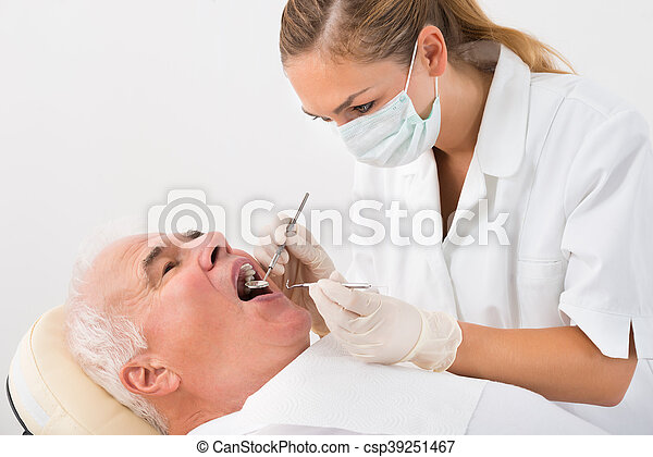 zahnbehandlungen, durchmachen, mann - csp39251467