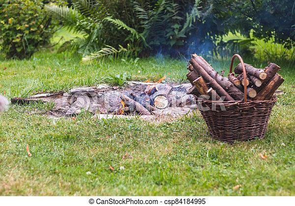 zahrada, oheň, tábor - csp84184995