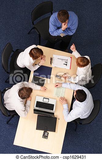 zakenlui, -, vijf, brainstorming, vergadering - csp1629431