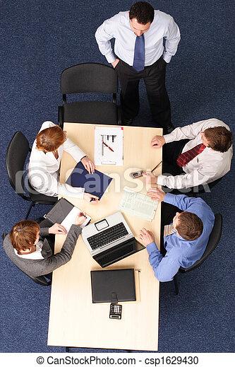 zakenlui, -, vijf, brainstorming, vergadering - csp1629430