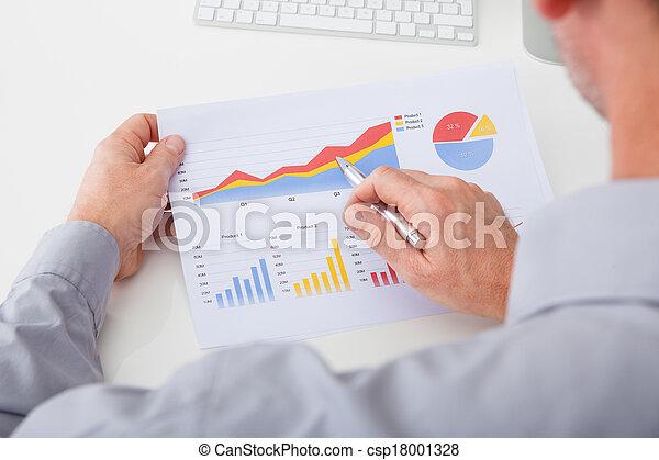 zakenman, analyzing, grafiek - csp18001328