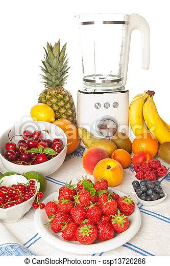 Fruta de verano y batidora - csp13720266