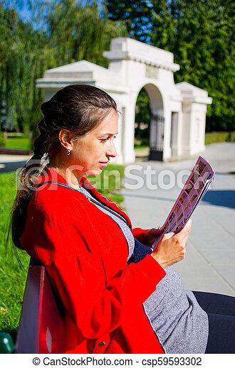 Una joven en Zamosc, Polonia - csp59593302