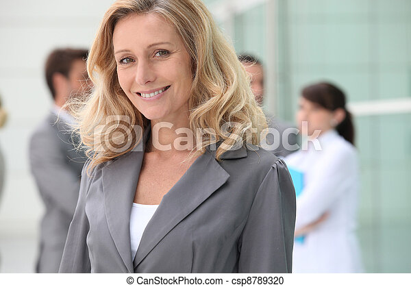 zaufany, dojrzały, kobieta interesu - csp8789320