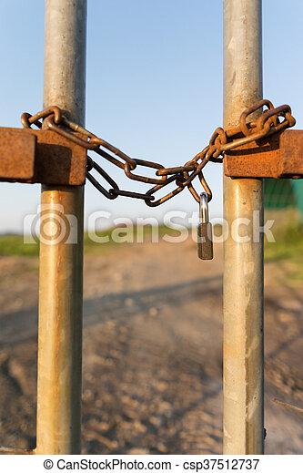 Zaun, verschlossen, kette, senkrecht. Verschlossen, kette, senkrecht ...
