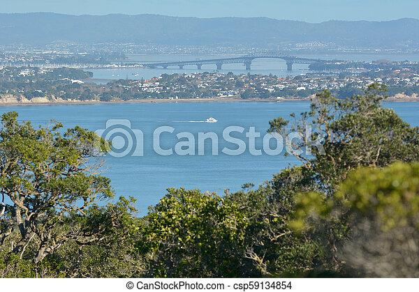 El puente puerto de Auckland en Nueva Zelanda - csp59134854