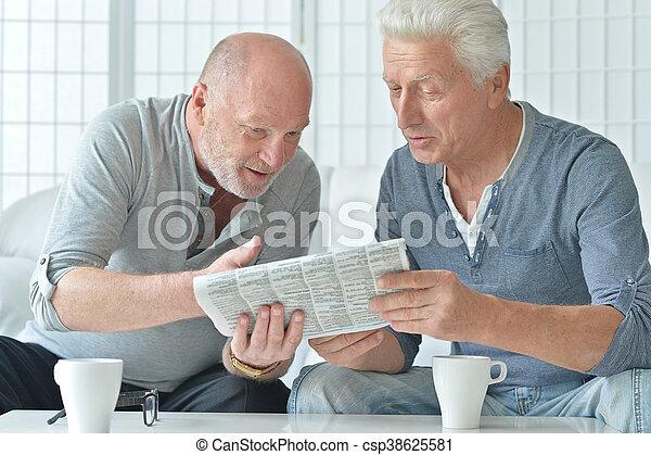 Ältere und zwei Männer
