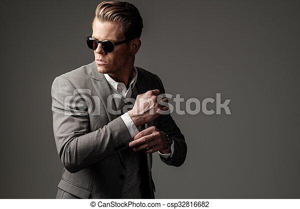 zeker, zwart kostuum, man, scherp, geklede - csp32816682