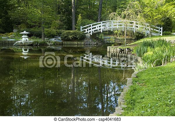 Zen jardin japonais pont arqu zen japonaise lune for Pont jardin zen