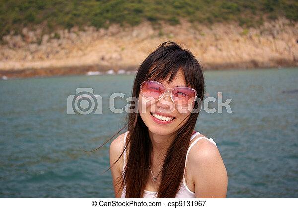 zomer, glimlachende vrouw, zonnebrillen, aziaat - csp9131967