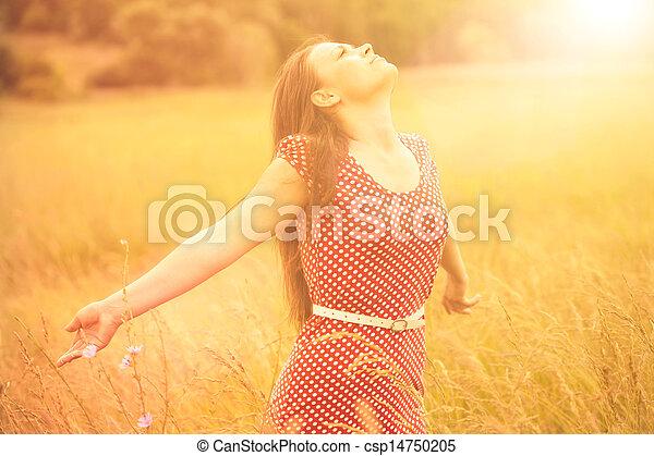 zomer, vrouw, tarwe, weide, jonge, zonlicht, fun., het genieten van, vrolijke  - csp14750205