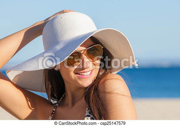 zomer, vrouw, zonnebrillen, diskette, het glimlachen, hoedje - csp25147579