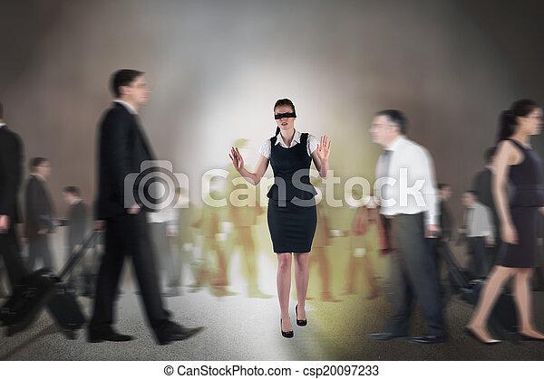 Komposites Bild von Redhead Geschäftsfrau in einer Augenbinde - csp20097233